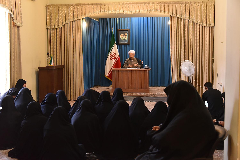 دیدار جمعی از بانوان اساتید حوزه و دانشگاه با آیت الله دژکام