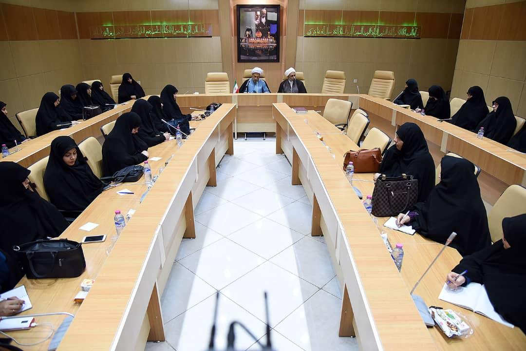 چکیده بیانات آیت الله دژکام در دیدار با مسئولین حوزه های علمیه خواهران شیراز