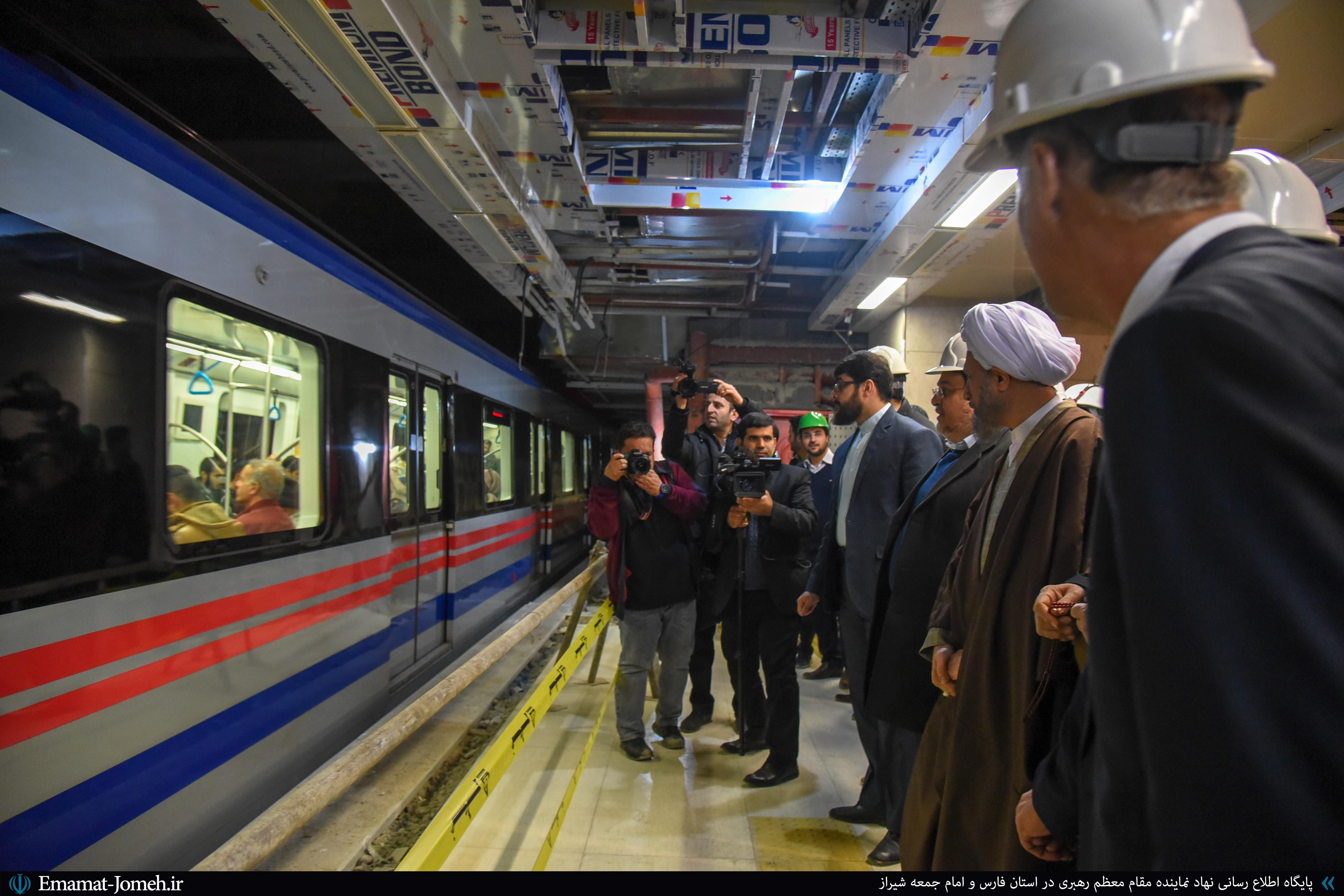 بازدید آیت الله دژکام از ایستگاه میدان امام حسین(ع) قطار شهری شیراز