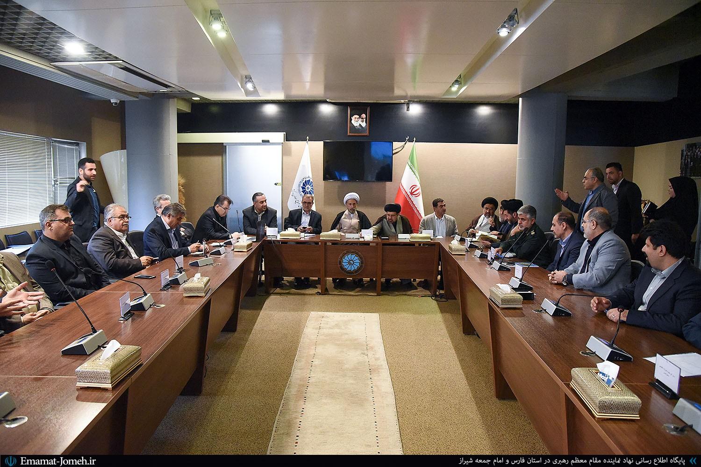 اگر می خواهیم حرف حق انقلاب اسلامی را به گوش جامعه بین الملل برسانیم، باید توان مالی و استقلال اقتصادی کشور را افزایش دهیم