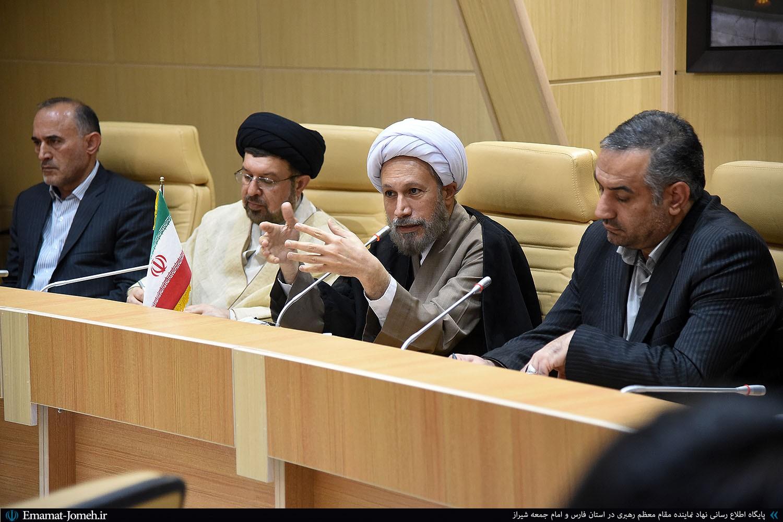 مسئولان به گونهای گزارش ندهند که گویی هیچ مشکلی در شهر شیراز و استان فارس وجود ندارد