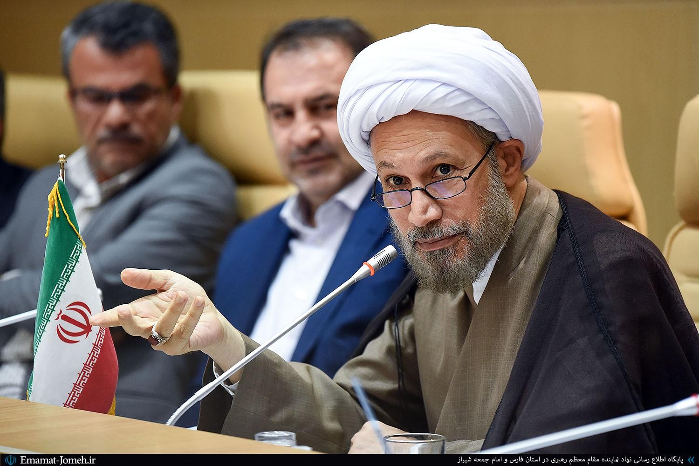 جلسه شورای فرهنگ عمومی استان فارس با حضور آیت الله دژکام