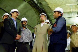 بازدید آیت الله دژکام از ایستگاه وکیل خط یک قطار شهری شیراز