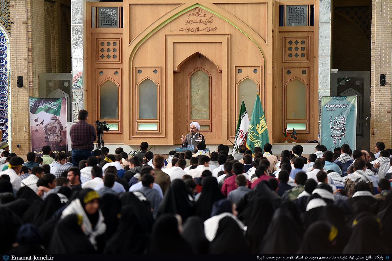 دیدار صمیمی گروه ها و اقشار مختلف دانش آموزی استان فارس با آیت الله دژکام