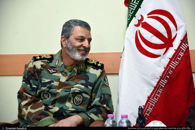 دیدار صمیمی امیر سرلشکر موسوی فرمانده کل ارتش جمهوری اسلامی با آیت الله دژکام