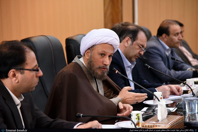 دوره آموزشی اخلاق کارگزاران ویژه مدیران ستادی استانداری فارس با حضور آیت الله دژکام