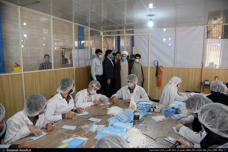 بازدید آیت الله دژکام از چند مجموعه تولید ماسک، دستکش و محلول ضدعفونی کننده در شیراز