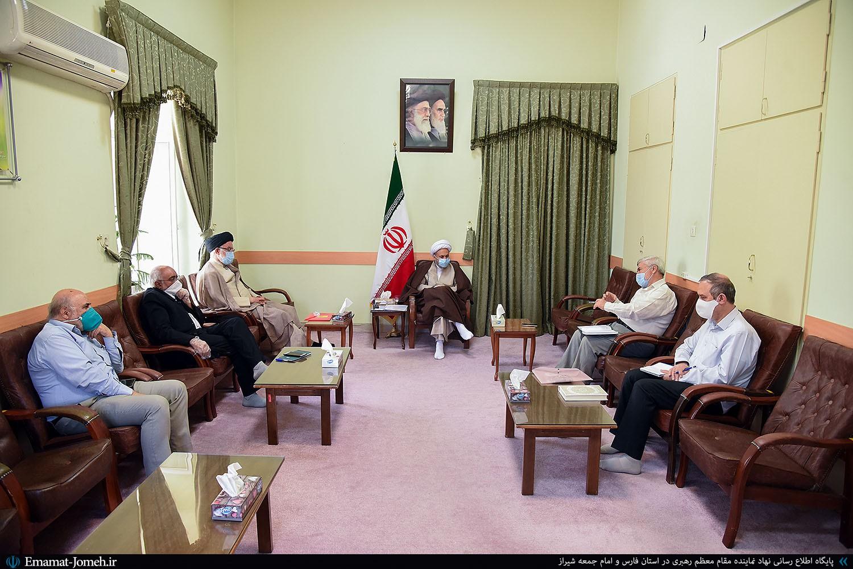 دیدار جمعی از فعالان اجتماعی و سیاسی استان فارس با آیت الله دژکام