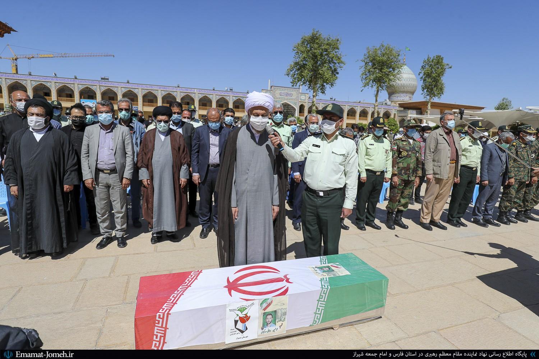 مراسم تشییع و اقامه نماز بر پیکر شهید نیروی انتظامی در استان فارس در حرم مطهر شاهچراغ(ع)