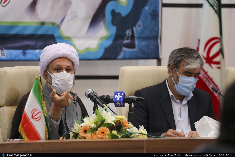 جلسه طرح انتقال آب از خلیج فارس به استان با حضور آیت الله دژکام