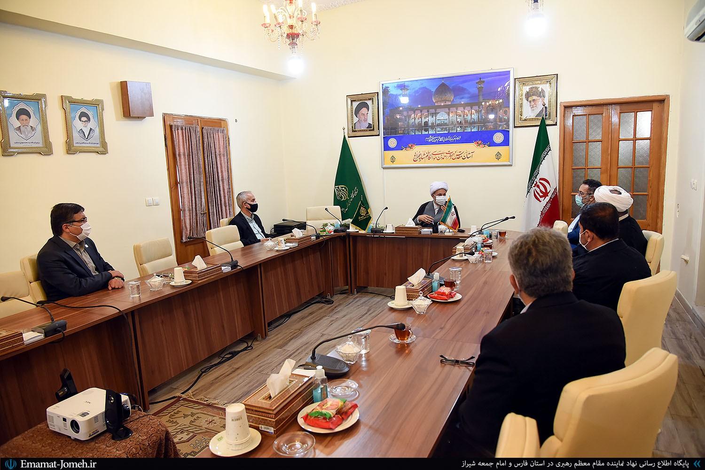 دیدار جمعی از مسئولین دانشگاه های شیراز با آیت الله دژکام